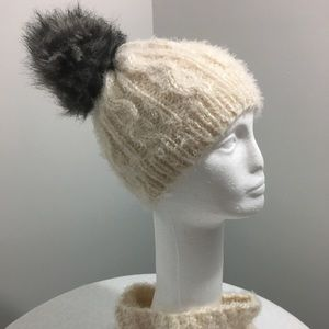 Knitted hat/w cowl
